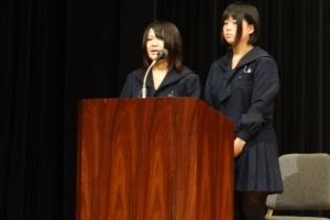 学生による司会で報告会が進行
