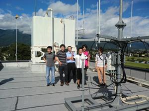 三郷支所屋上に設置したWiMAX基地局アンテナ