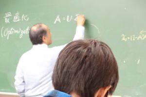 その後,代数幾何学をもちいた最適化逆問題について講義を行い