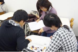 自主勉強する学生