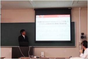 [音響・組み込みマイコン分野]学部4年の武田駿 君(飯田工業高校出身)の発表の様子