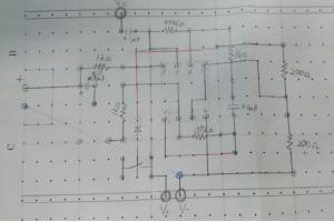 まずは、紙と鉛筆を用いてアイディアを製図